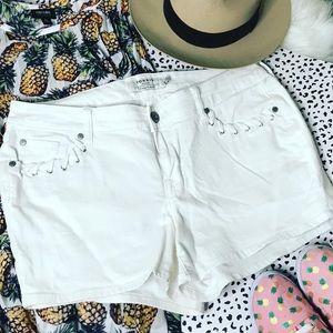 Torrid 🌸white denim shorts wi/embellished pockets